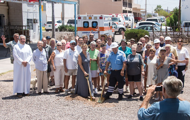 RESCATE provides emergency first aid medical care and ambulance service to San Carlos residents and visitors alike.  The bi-lingual staff is on 24-hour call, and professionally trained in advanced and basic life support, CPR, first aid, and special rescue and transportation techniques.  RESCATE has its own premises including two well equipped emergency first-aid treatment rooms… (more: http://www.rescatesc.com)
