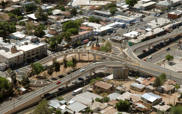 Vista aérea del Distribuidor vial en el Centro de Nogales, Sonora
